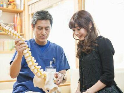 肉体的治療はもちろん、大切にしてることは患者自身に治る気を起こさせること。なぜなら治り方が全然違ってくるからです