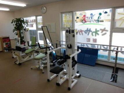 社保完備◎まるでスポーツジムのようなデイサービス!運動レベルの高い機能訓練を行っています。