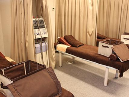 【未経験でも安心・アルバイトでもOK・稼げるだけ稼げる環境】鍼灸整骨院とリラクゼーションサロンを展開するグループ院です。