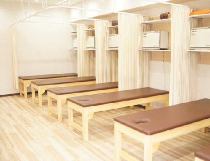 \平均施術時間40分/患者様としっかり向き合える!広い治療分野と接遇力で勝負する整骨院★