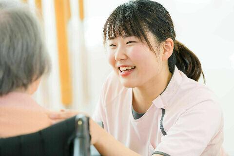 【介護職】未経験・無資格OK◎ 院内は教育専門部署あり / 研修からスタートで安心です♪
